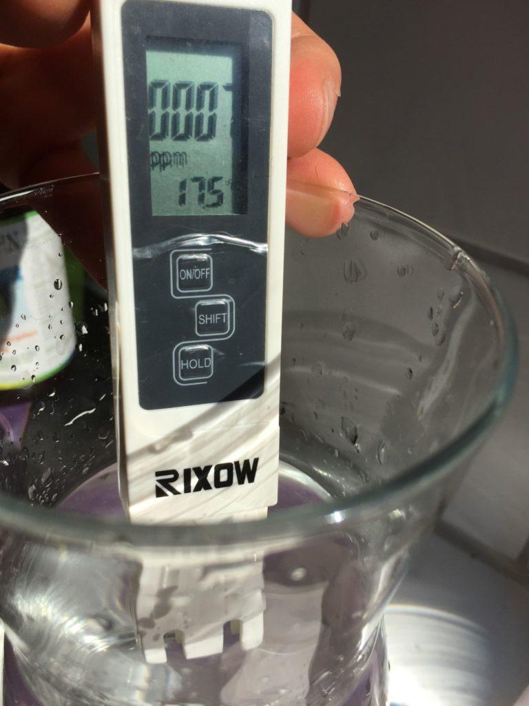 TDS Messgerät misst Osmosewasser