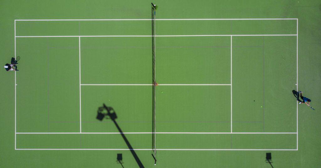 Tennisfeld zur Veranschaulichung des Größe eines ausgefalteten Darms
