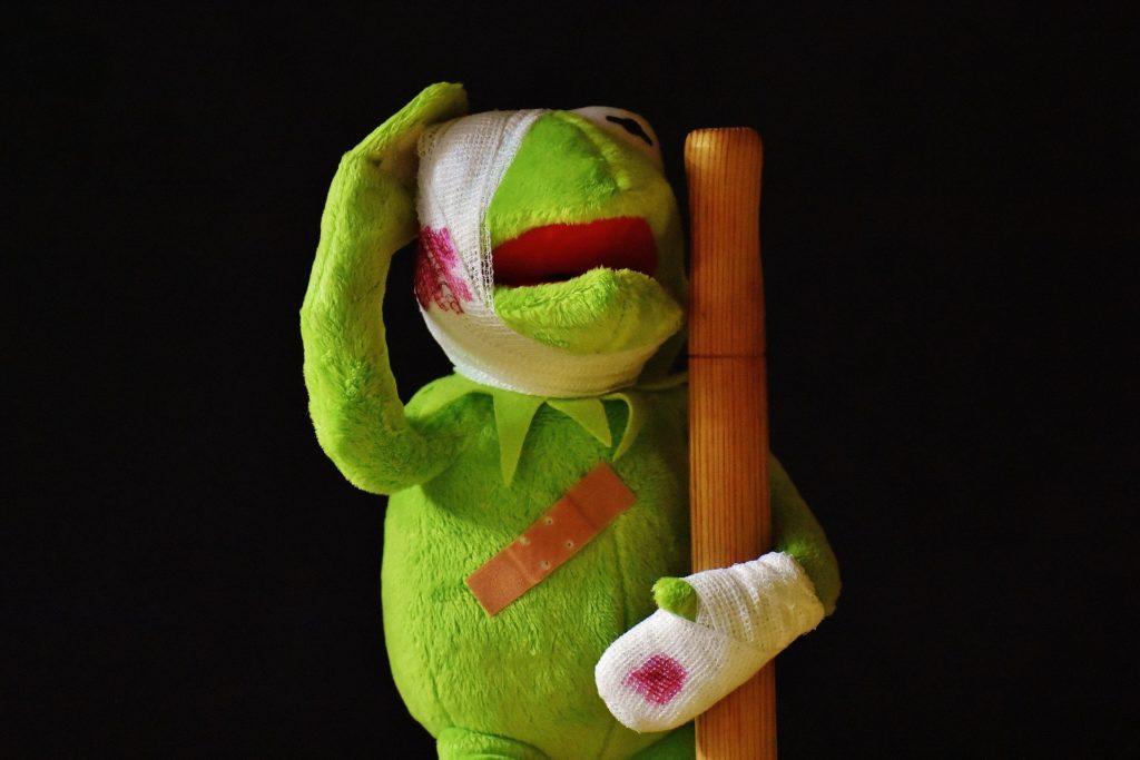 Kermit verletzt und verbunden